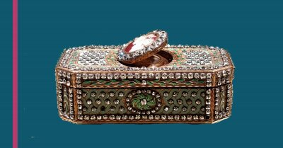 Snuffbox with hidden compartment. 1778. Made of gold, enamel, diamonds, silver, and glass